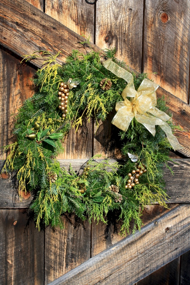 Gold-themed Wreath