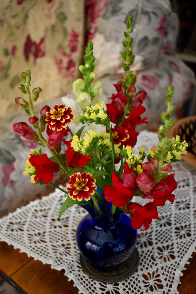 Zinnia, Snapdragon flower arrangement